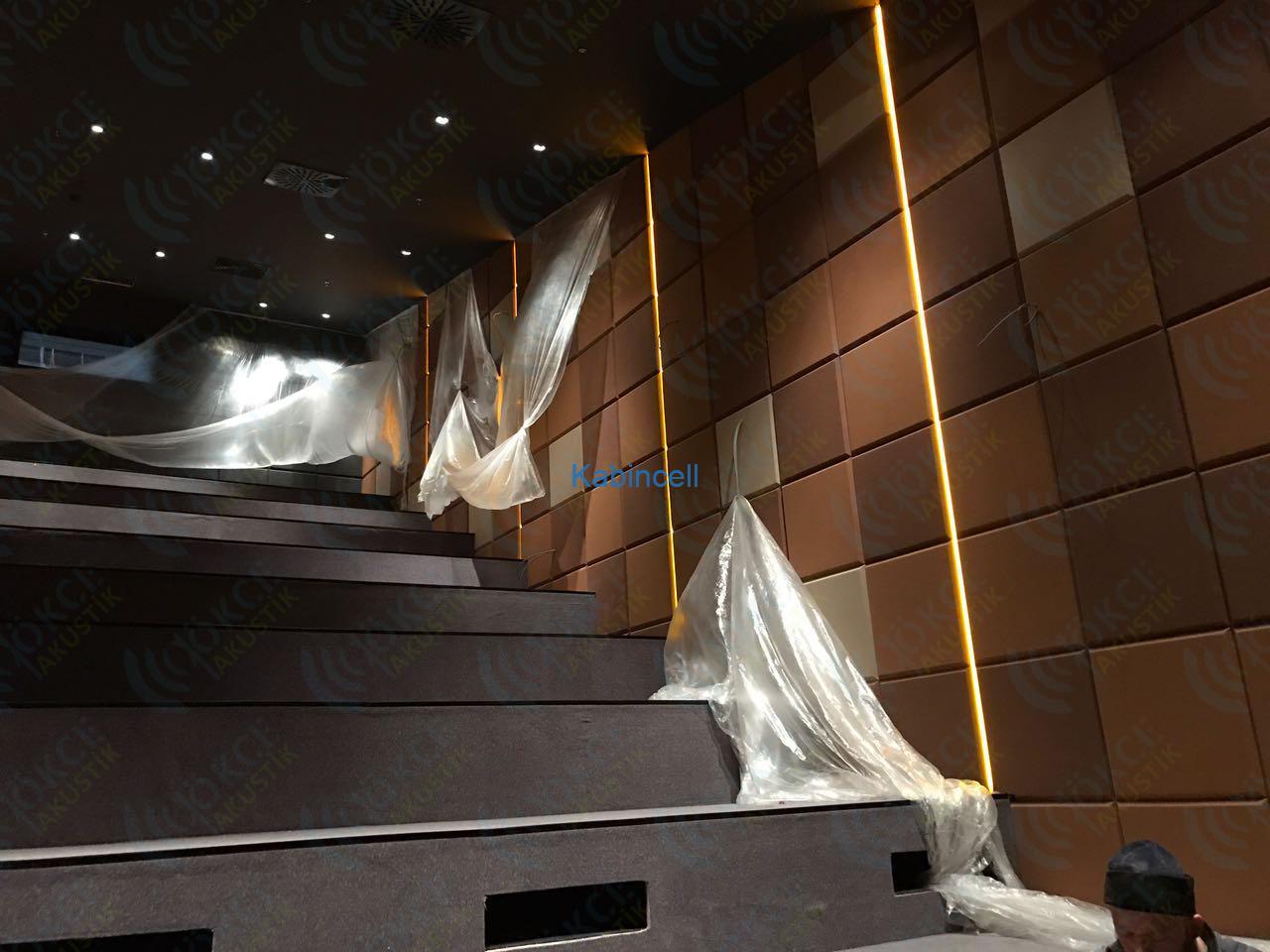sinema-salonu-akustik-panel-kaplama-kumas-kapli-panel-parmephon02