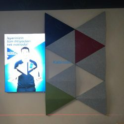 turk-telekom-ofis-akustik-3d-paneller-ses-yalitimli-ozel-akustik-kumas-kapli-panel5